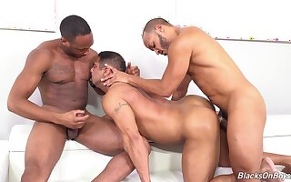 Naked dude endures black inches in rough gay threesome